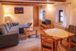 Wohnraum mit TV & Küchenecke