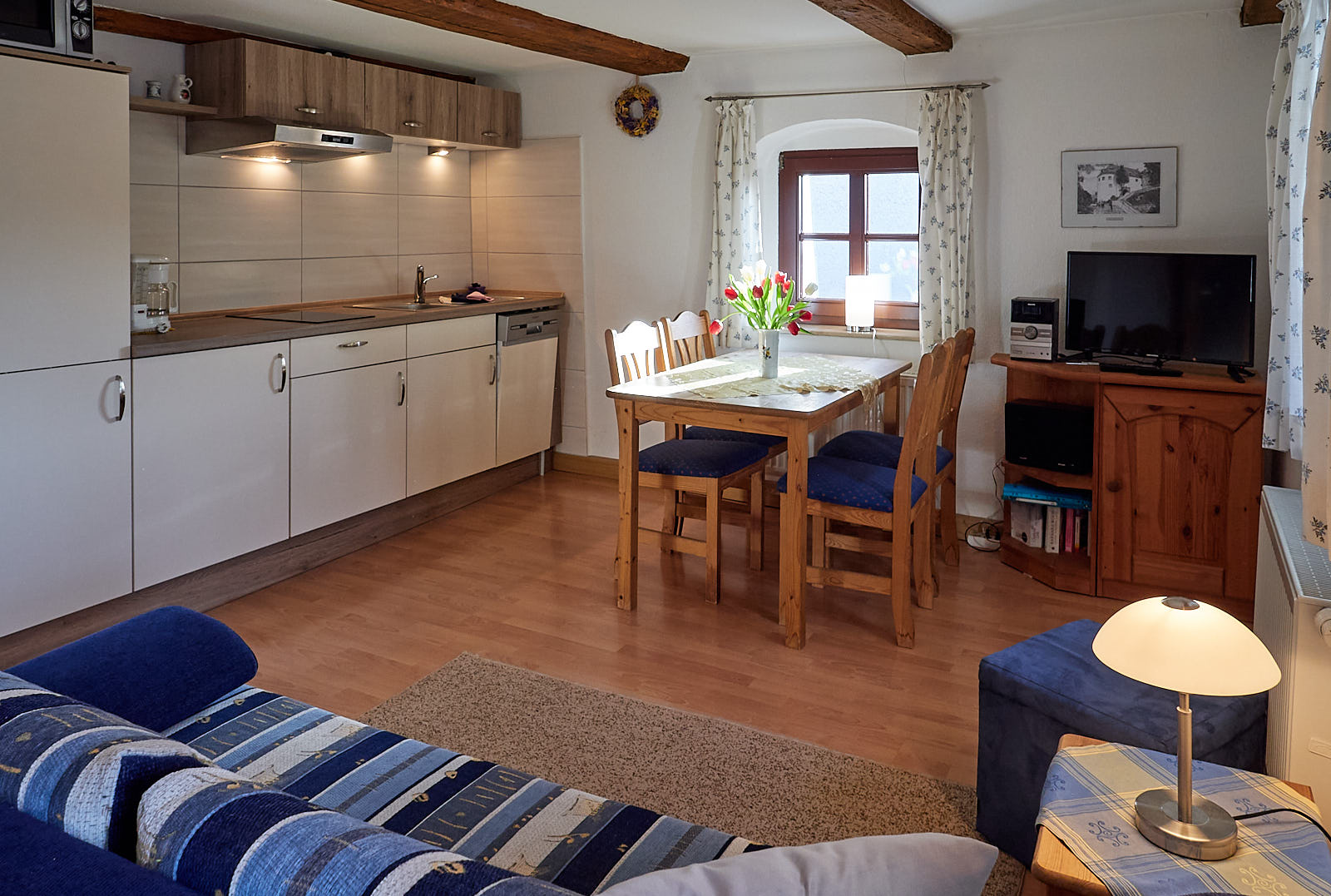 Wohnküche mit 3. Bett & TV