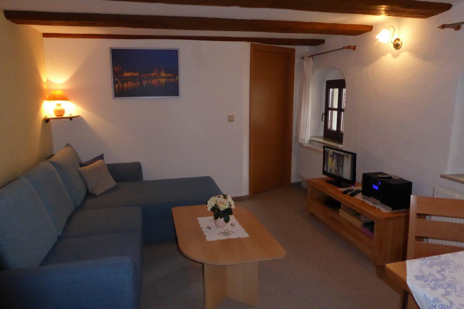 Wohnraum mit TV & Küchenecke - gr. FeWo