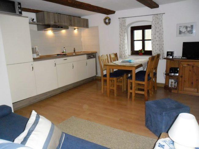 Wohnküche mit 3. Bett & TV in kl. FeWo