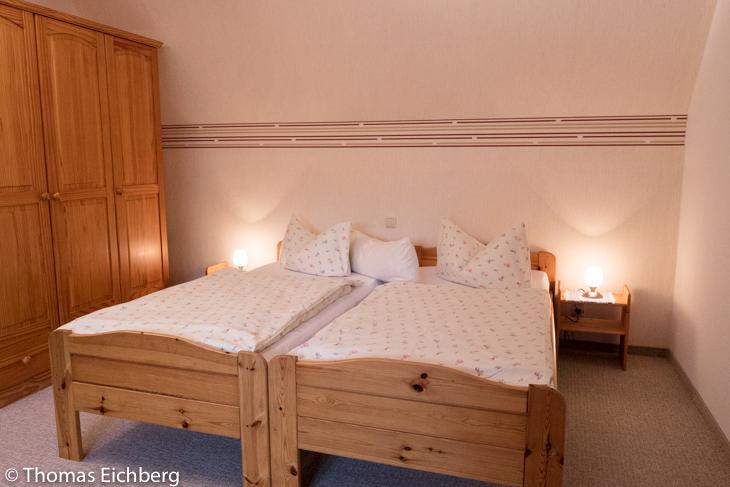 Ferienwohnung bis 5 Personen: Schlafzimmer mit Doppelbett