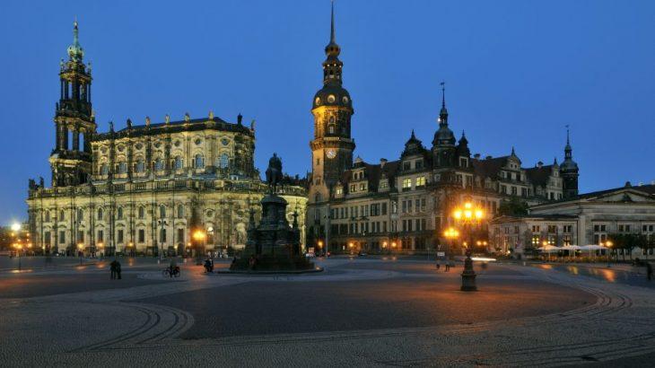 Dresden, Theaterplatz, Hofkirche, Residenzschloss, Hausmannsturm, Abend,